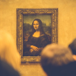 mona lisa painting in gallery
